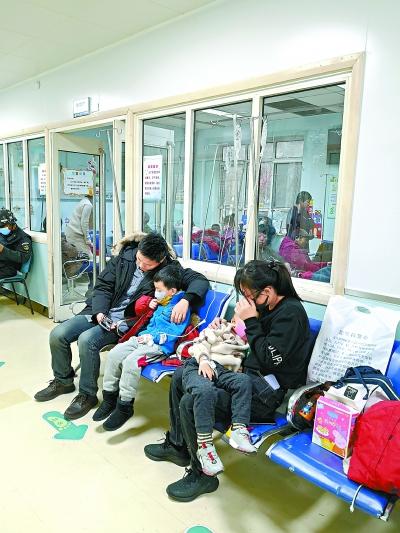 首儿所日门诊量破8000人次 近4成患儿呼吸道感染 流感高发少带孩子外出凑热闹